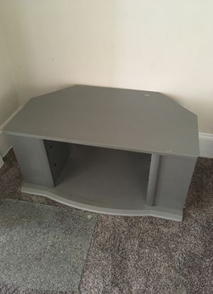 Tv 📺 stand with two glass Shelves for Sale in Maple Heights, OH