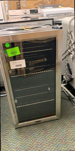 WHYNYTER BR-130SB BEVERAGE CENTER 34W for Sale in Los Angeles,  CA