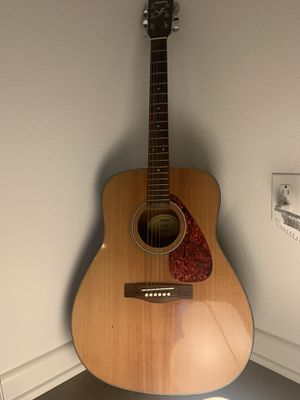 Yamaha F325 guitar for Sale in Irvine, CA