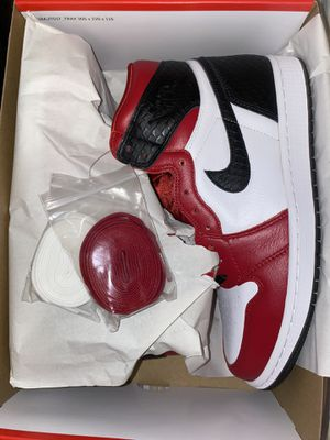 Jordan 1 Satin Snake Chicago Size 9W for Sale in Colton, CA