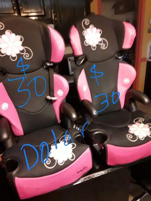 Girls car seats 30 each or 2 for 55 for Sale in Edinburg, TX