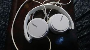Sony headphones white new for Sale in Clearwater, FL