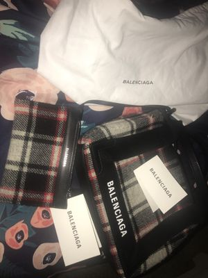 100% authentic Balenciaga extra small tote bag 700$ or best offer includes Cards and dust bag for Sale in Henderson, NV