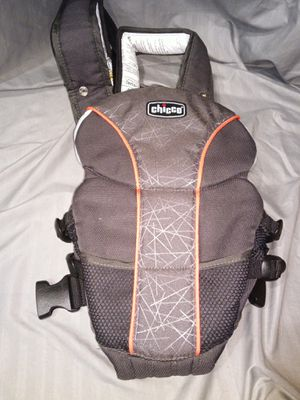 Chicco baby carrier for Sale in Lawrenceville, GA