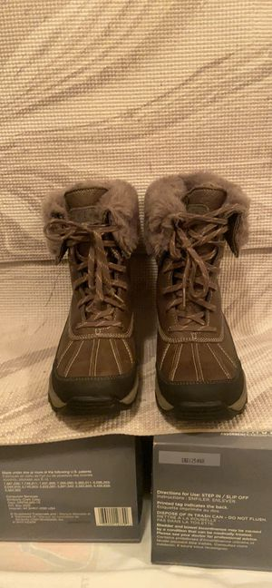 Clark's women snow boots Sz 7 for Sale in Washington, DC