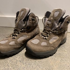 Vasque Hiking Boots Sz 4 for Sale in Seattle, WA