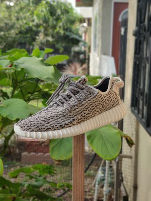 """Adidas Yeezy 350 Boost """"Turtle Doves"""" 2015 Size 9 RARE for Sale in Los Angeles, CA"""