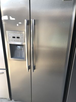 Frigidaire professional currently connected for showing works perfect extremely clean for Sale in Bell, CA