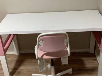 Desk and chair for Sale in Redmond,  WA
