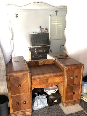 ANTIQUE DRESSER for Sale in San Jose, CA