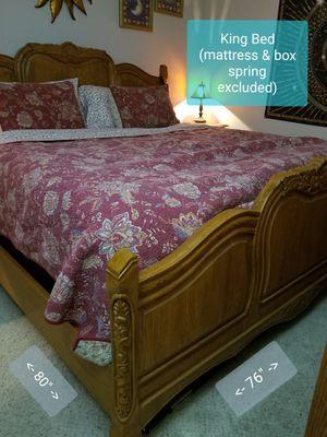 8 pc Surewood/Summit Oak Interriors Carved Oak King Bedroom Set for Sale in Columbus, OH