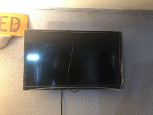 "32"" ELEMENT TV WITH CONTROL WORKS GREAT STILL HAS PLASTIC AROUND for Sale in Las Vegas, NV"