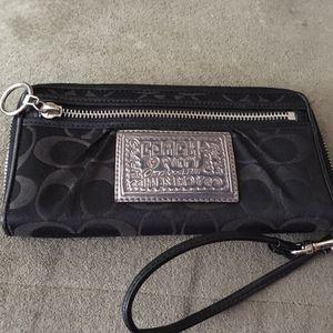 Coach poppy wallet for Sale in Seattle, WA