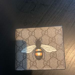 Gucci Wallet Supreme Bee for Sale in Lorton, VA