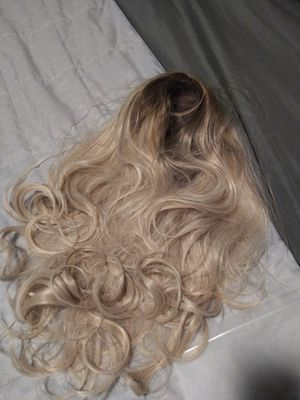 """Ash blonde 26"""" Wig for Sale in St. Louis, MO"""