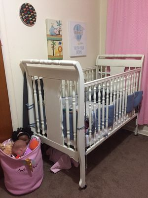 Crib and changing table. for Sale in Nashville, TN