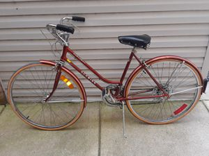 Woman's bike 10 speed Schwinn for Sale in Chicago, IL