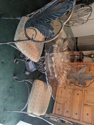 Table and chairs for Sale in Hemet, CA