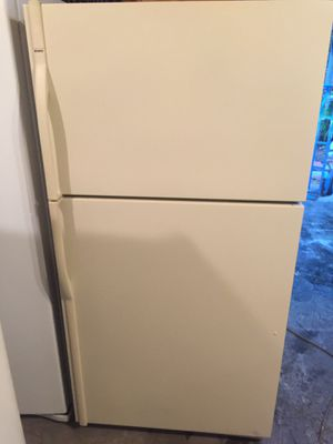 Refrigerator color bige 33x67 for Sale in West Palm Beach, FL