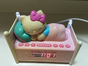 ADORABLE HELLO KITTY ALARM/RADIO CLOCK for Sale in Lake Mary, FL
