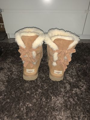 tan uggs size 9 for Sale in Chicago, IL