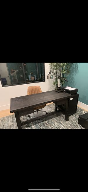 Office Desk and chair for Sale in Los Angeles, CA