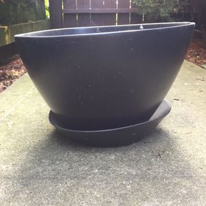 Ceramic flower pot 9' tall for Sale in Chicago, IL