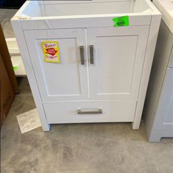 Wyndham Collection Cabinet 6R for Sale in Los Angeles,  CA