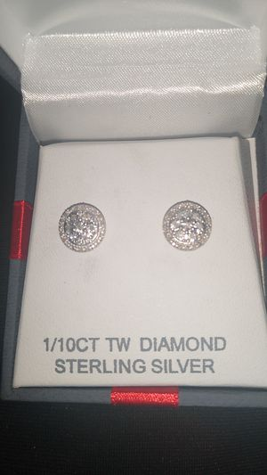 1/10 ct diamond circle stud earrings for Sale in Baytown, TX