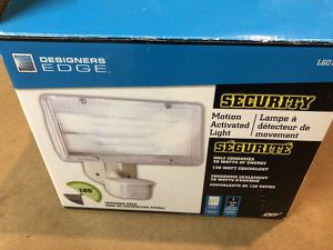 Designer's Edge 180-Degree Motion Activated Security Flood Light for Sale in Saint Paul, MN
