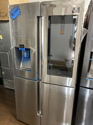 SAMSUNG FOUR DOOR STAINLESS STEEL FLEX SMART FAMILY HUB for Sale in Covina, CA