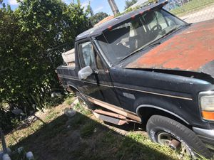 1996 Ford bronco parts good engine and transmission drain train for Sale in Miami, FL
