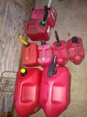 Several gas cans 5 gal and 2.5 gal for Sale in Baltimore, MD