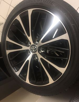 Camry rims and tires for Sale in Hialeah, FL