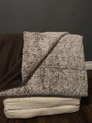 Grey Threshold fur blanket for Sale in Los Angeles, CA