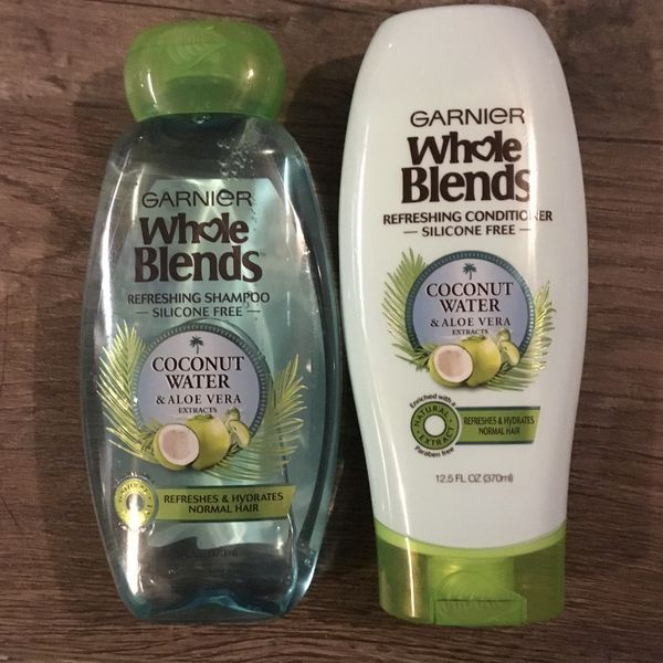 Garnier whole blends coconut water & aloe Vera shampoo and conditioner set