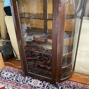 China / Curio cabinet for Sale in Montclair, NJ