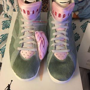 Jordan 7 Hare SE Heather Grey/pink Men Size 13 for Sale in Hartford, CT