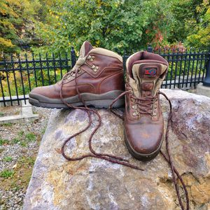 Lake of the Woods steel-toe leather work boots. Size 9 for Sale in Quincy, MA