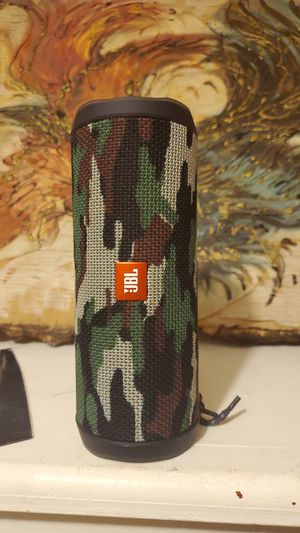 JBL..4 link camo pattern stitch it's perfect condition very loud for Sale in Moreauville, LA