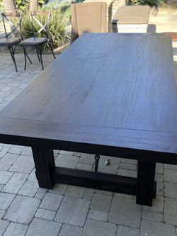 Dining Room Table and Chairs for Sale in HUNTINGTN BCH,  CA