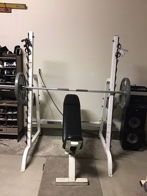 Maxicam by muscle dynamics heavy duty bench, (designed for commercial use as well as personal use by serious weightlifters) for Sale in Menifee, CA