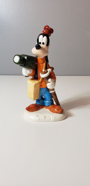 Goebel figurine 17 227 17 Walt Disney Goofy 6 5/16in 1 choice very rare for Sale in La Grange, IL