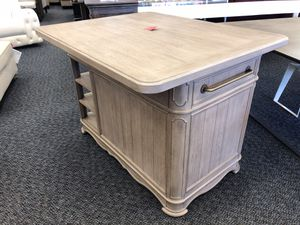 New Airtrip Kitchen Island for Sale in Virginia Beach, VA