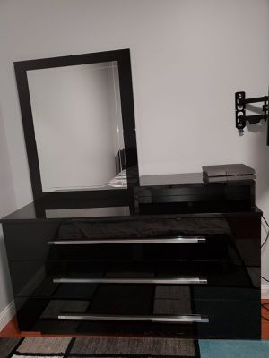 Mirror with dresser for Sale in St. Louis, MO
