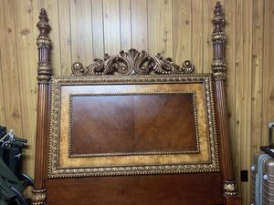 Vintage Wood Carved 4 Post Bed for Sale in Baker, LA