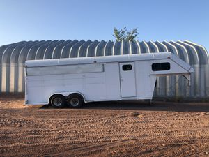 4 Stall Gooseneck Horse Trailer w/Tack Room and Saddle Racks for Sale in Queen Creek, AZ