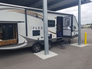 Travel trailer camper 27' Augusta flex for Sale in Orlando, FL