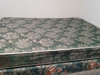 Top Mattress Middle Box Spring. Queen Size. FREE U Pick Up U Haul for Sale in Creighton,  PA