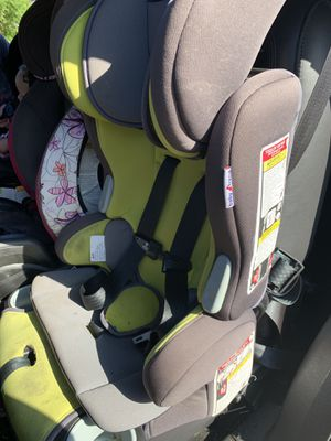 Green car seat for Sale in San Tan Valley, AZ